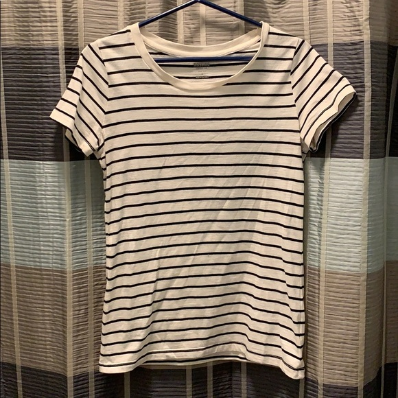NEW MOSSIMO Women/'s//juniors V-neck tee t-shirt--Black /& white striped-M